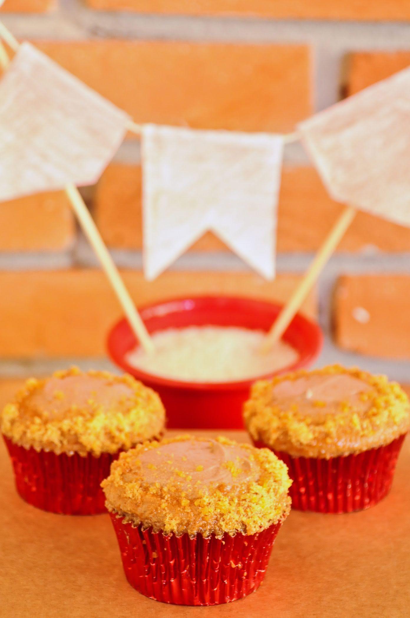 Cupcakes de paçoca na decoração de festa junina