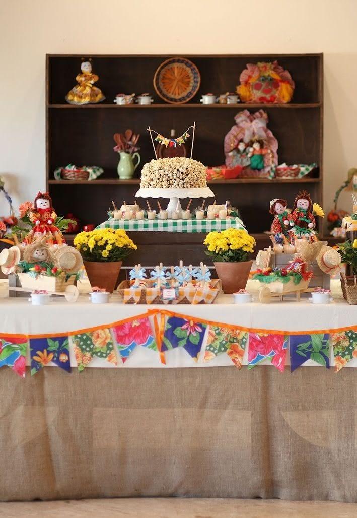 Juta e vichy na decoração de festa junina