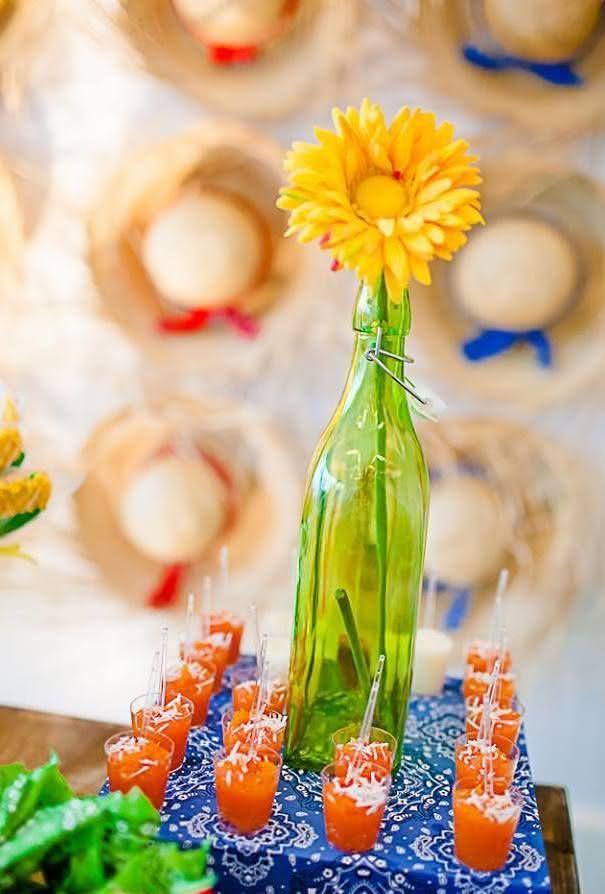 Chapéus de palha para decoração de festa junina
