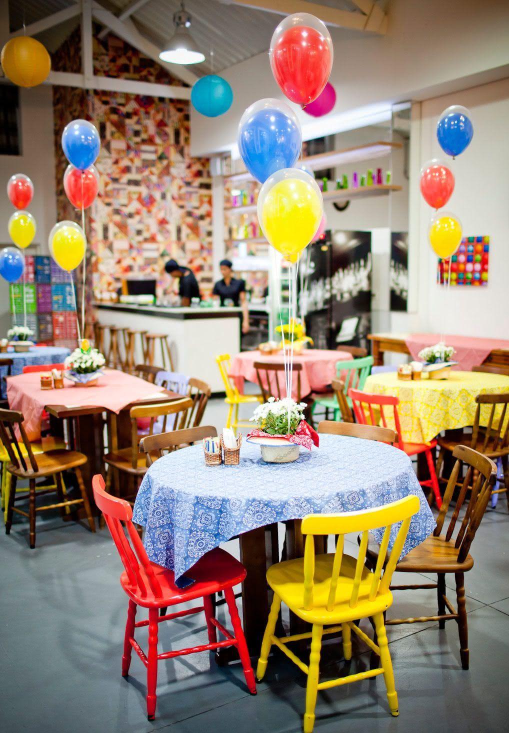 Balões de gás hélio para decorar a festa junina
