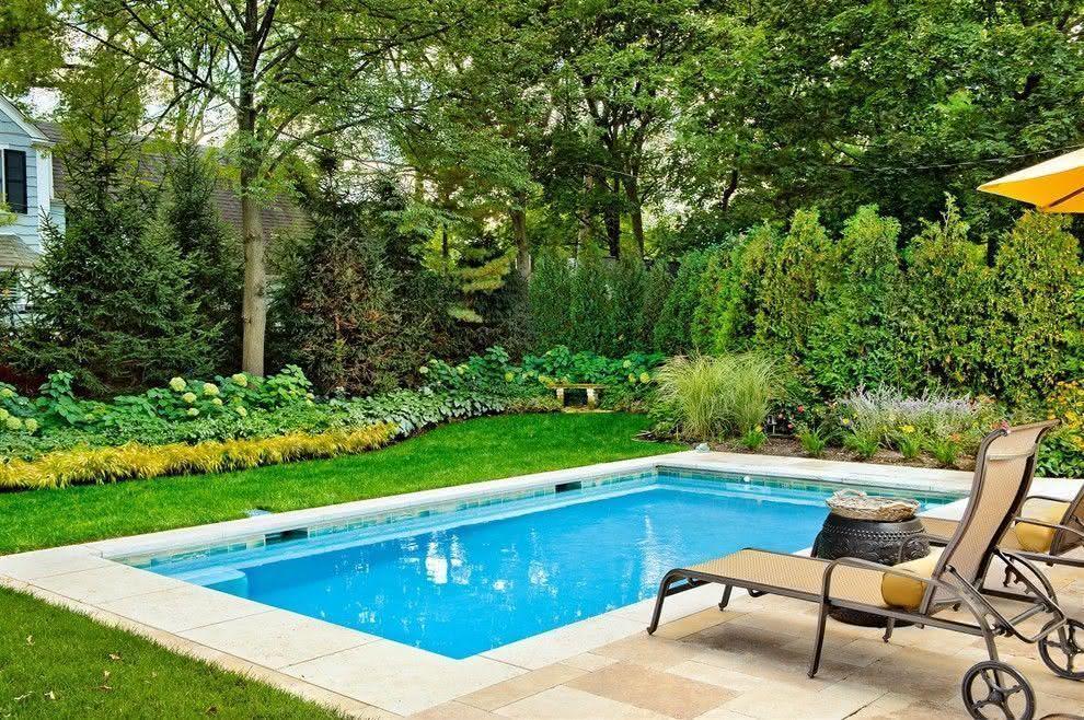 imagem u modelo de piscina pequena retangular com azulejos no quintal da residncia