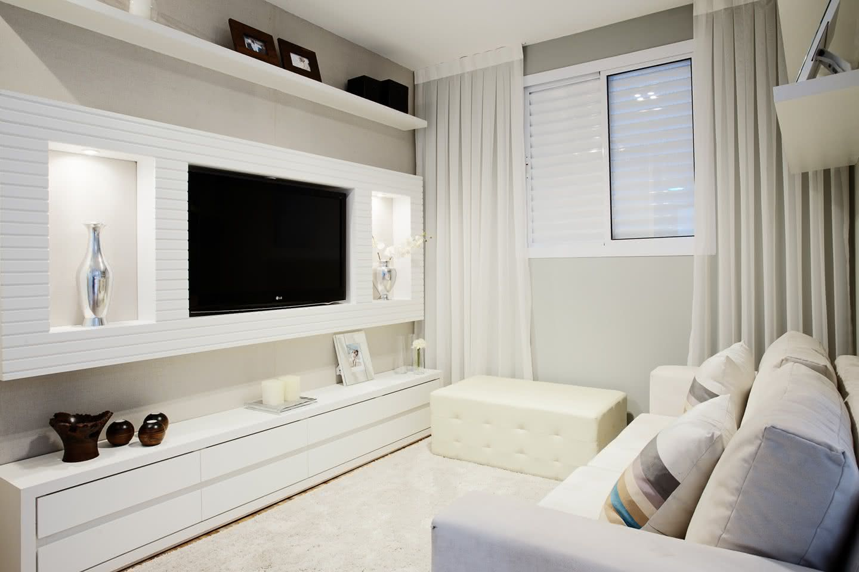 Decoração de sala de TV branco