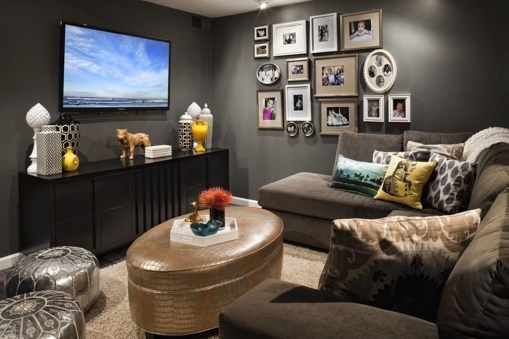 65 salas de tv pequenas decoradas para voc se inspirar for Rooms to go tv package 2015