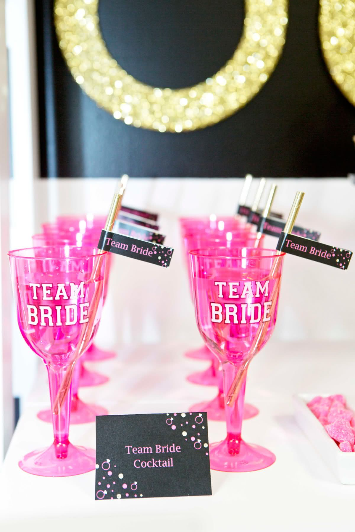 Até as taças de espumante entram para o time da noiva!