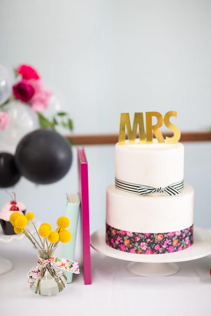 Opte pelo bolo fake e evite desperdícios. O pedaço de bolo embaladinho, nesse caso, é a melhor opção