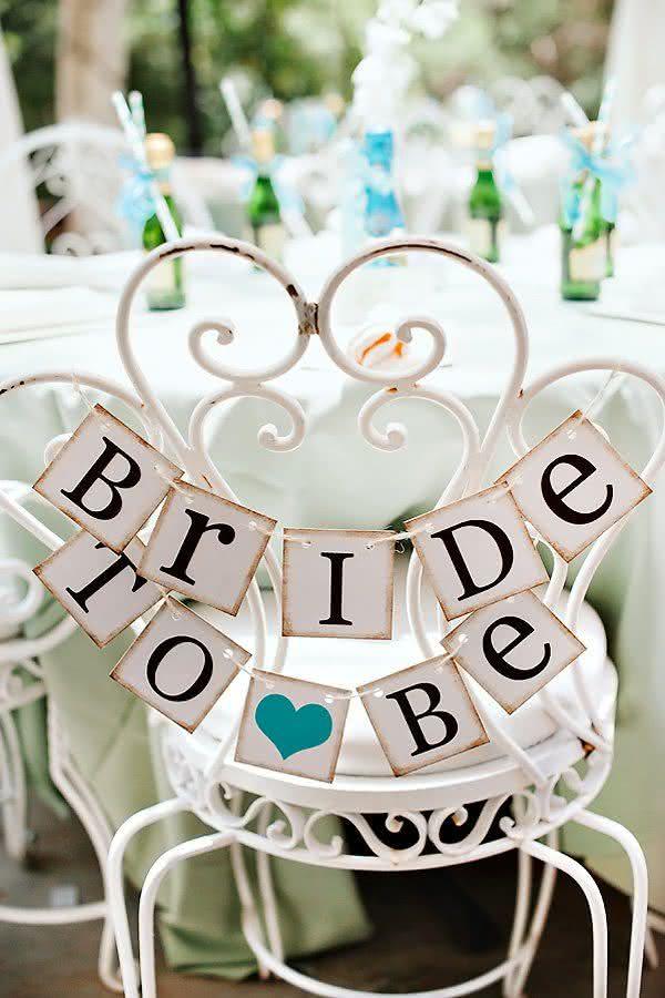 Detalhes preciosos que fazem toda a diferença: marcação da cadeira para a noiva