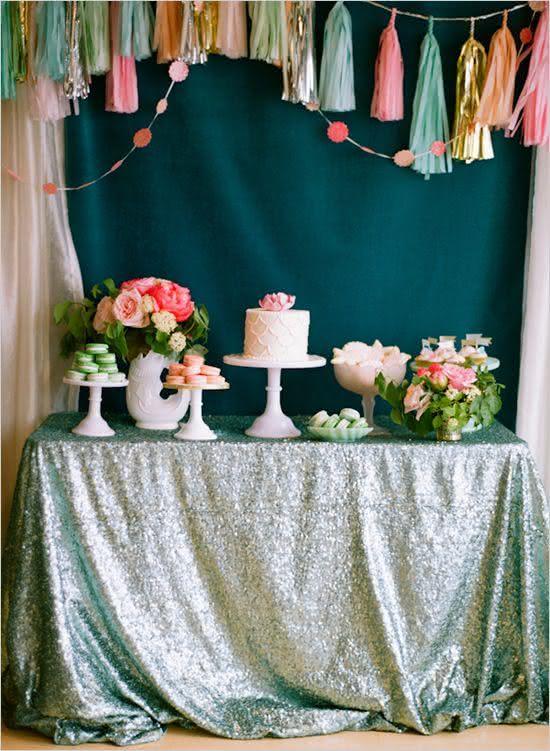 A toalha de paetê é tendência e dá um toque glam em qualquer festa!