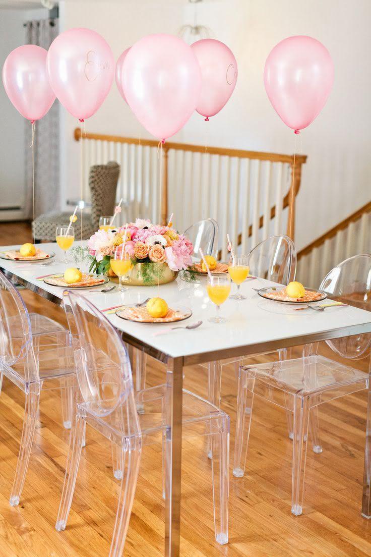 Mesa simples para decoração de chá de panela