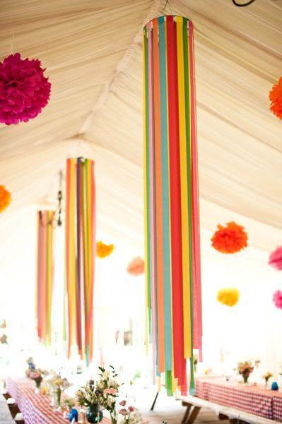 Decoração de festa junina com suporte de fitas