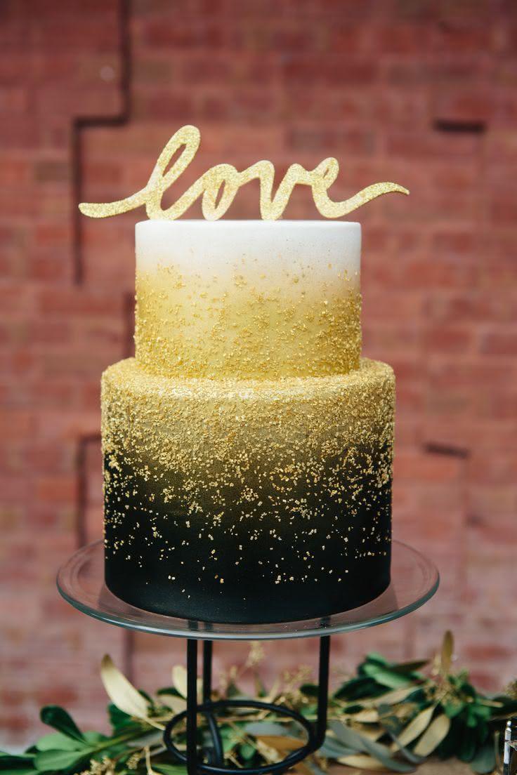 Todo bolo se transforma com um topper repleto de amor!