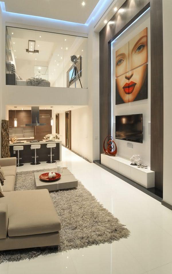 Mezanino Com Sala De Tv ~ Imagem 18 – Mezanino com estante com divisórias quadradas