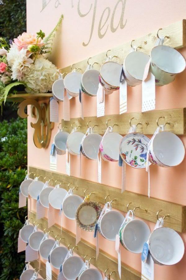 Porta mensagem em xicaras para decoração de chá de panela