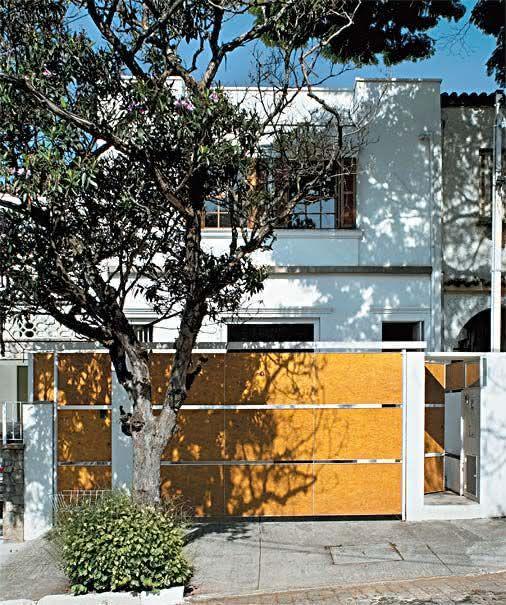 Portão residencial com placas OSB