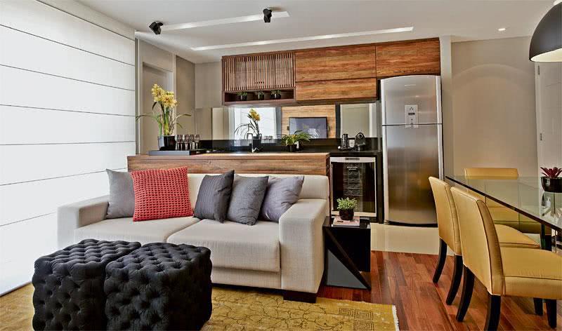 Sala Pequena Integrada Com Cozinha ~ Imagem 31 – Decoração de sala de estar pequena com duas cadeiras e