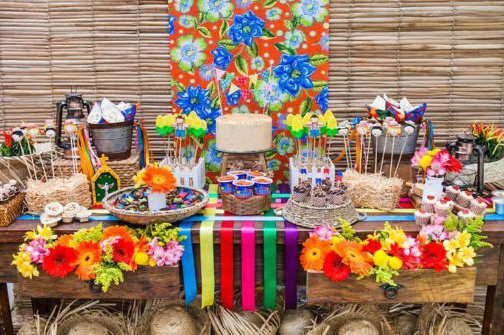 Decoração de festa junina com fitas de cetim