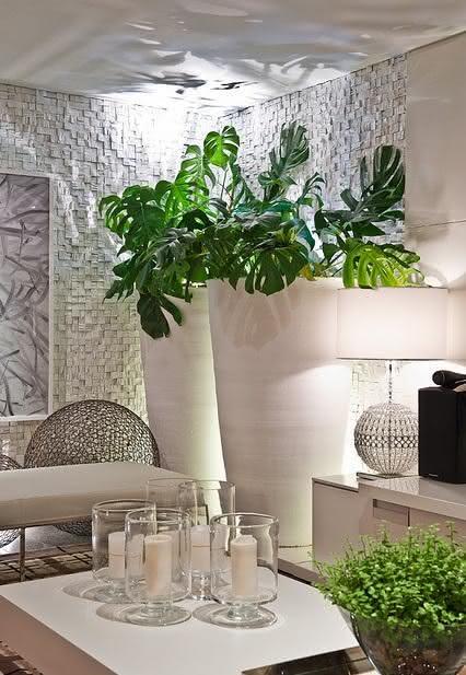 50 vasos decorativos inspiradores para sua decora o - Plantas grandes para interiores ...