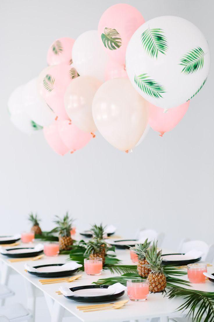 Decoração com balões em formato de relógio