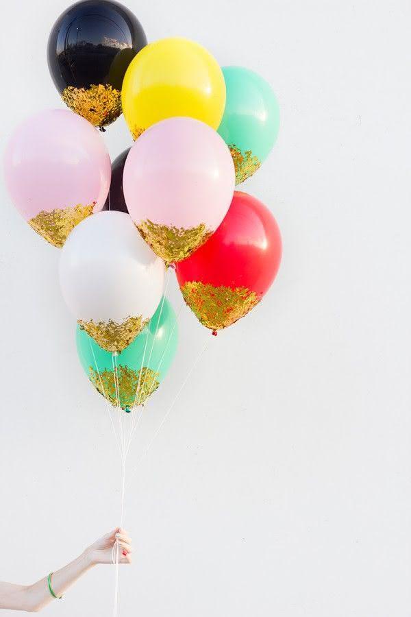 Balões com paetês colados