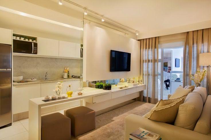 Decoracao De Sala Pequena Para Tv ~  50 – Sala de estar pequena com bancada divisória de ambiente