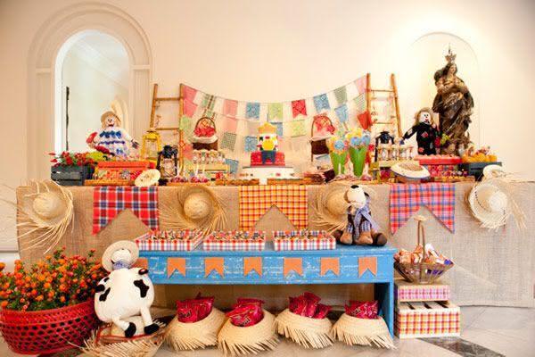 Decoração de festa junina com mesa xadrez
