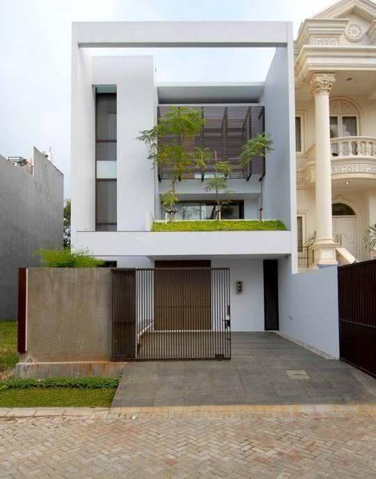 O gradil permite a visão completa da arquitetura da casa