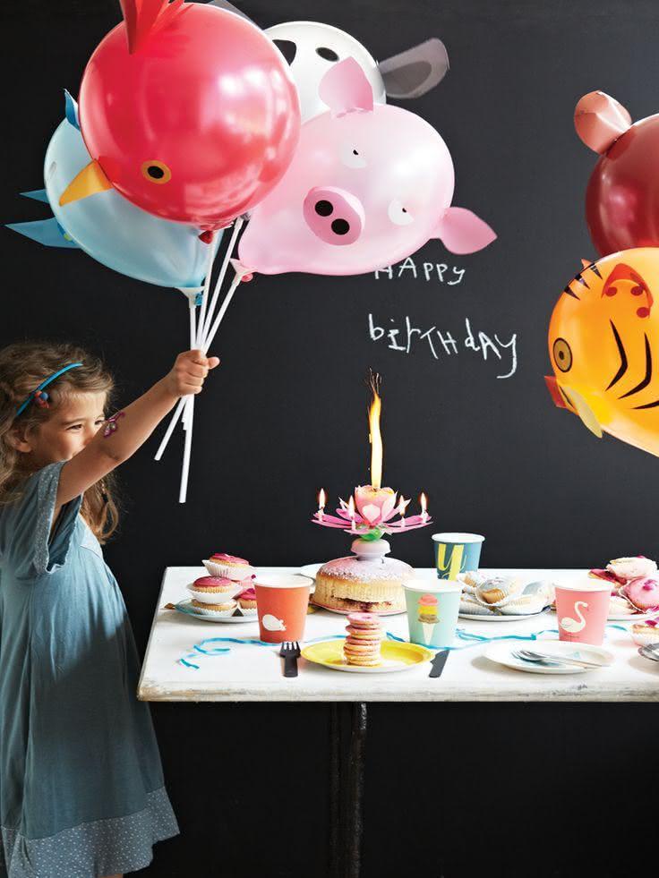 Decoração com balões em formatos de bichos