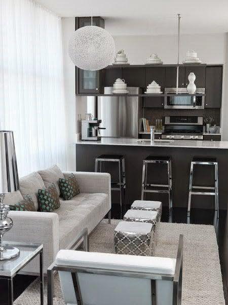 Sala De Estar Moderna Pequena ~ Imagem 67 – Sala de estar pequena com pufes fazendo papel de mesa