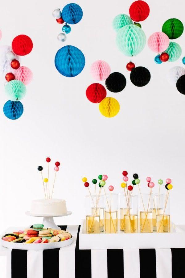 Decoração com balões em diversos tamanhos