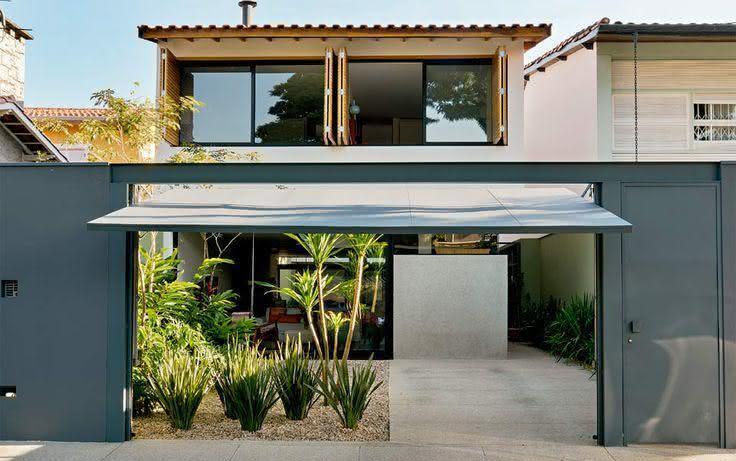 Portão residencial com sistema basculante