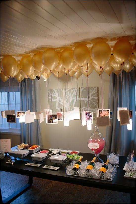 Balões suspensos com fotos para decoração de chá de panela!