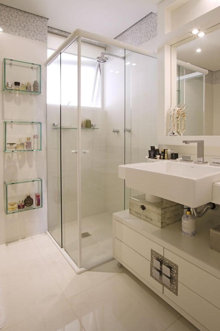 50 Modelos de Box para Banheiro para Você se Inspirar -> Banheiro Decorado Com Prateleiras De Vidro