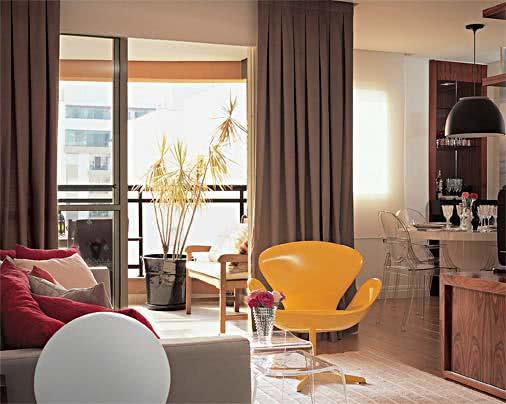 Sala De Estar Com Poltronas ~ Imagem 34 – Projeto de sala de estar com poltrona amarela em