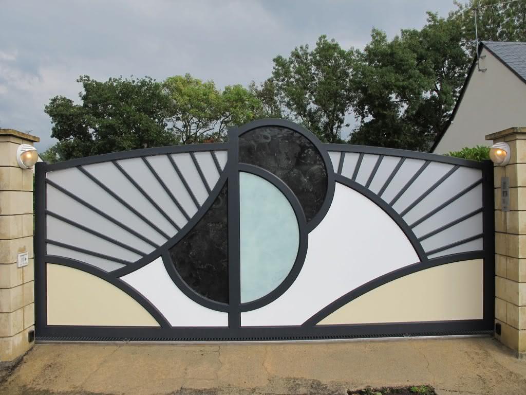 Arte no portão.