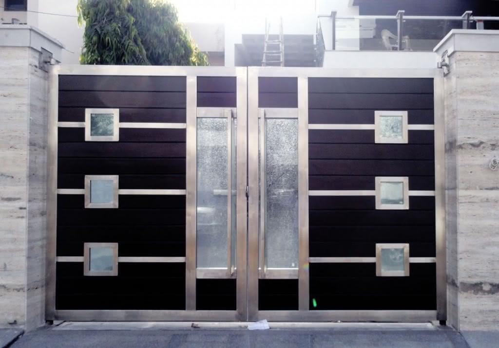 Portão residencial com duas folhas.