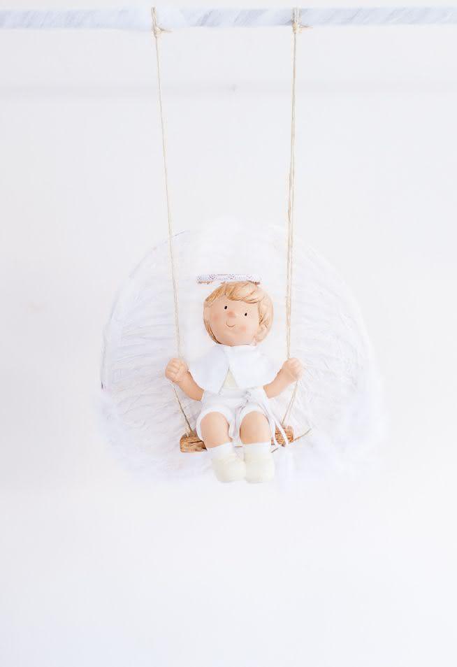 Decoração com tema de anjo para batizado:preencha espaços vazios com anjinhos, flores, cortinas de nuvem, balões de hélio e crie um efeito sensacional!