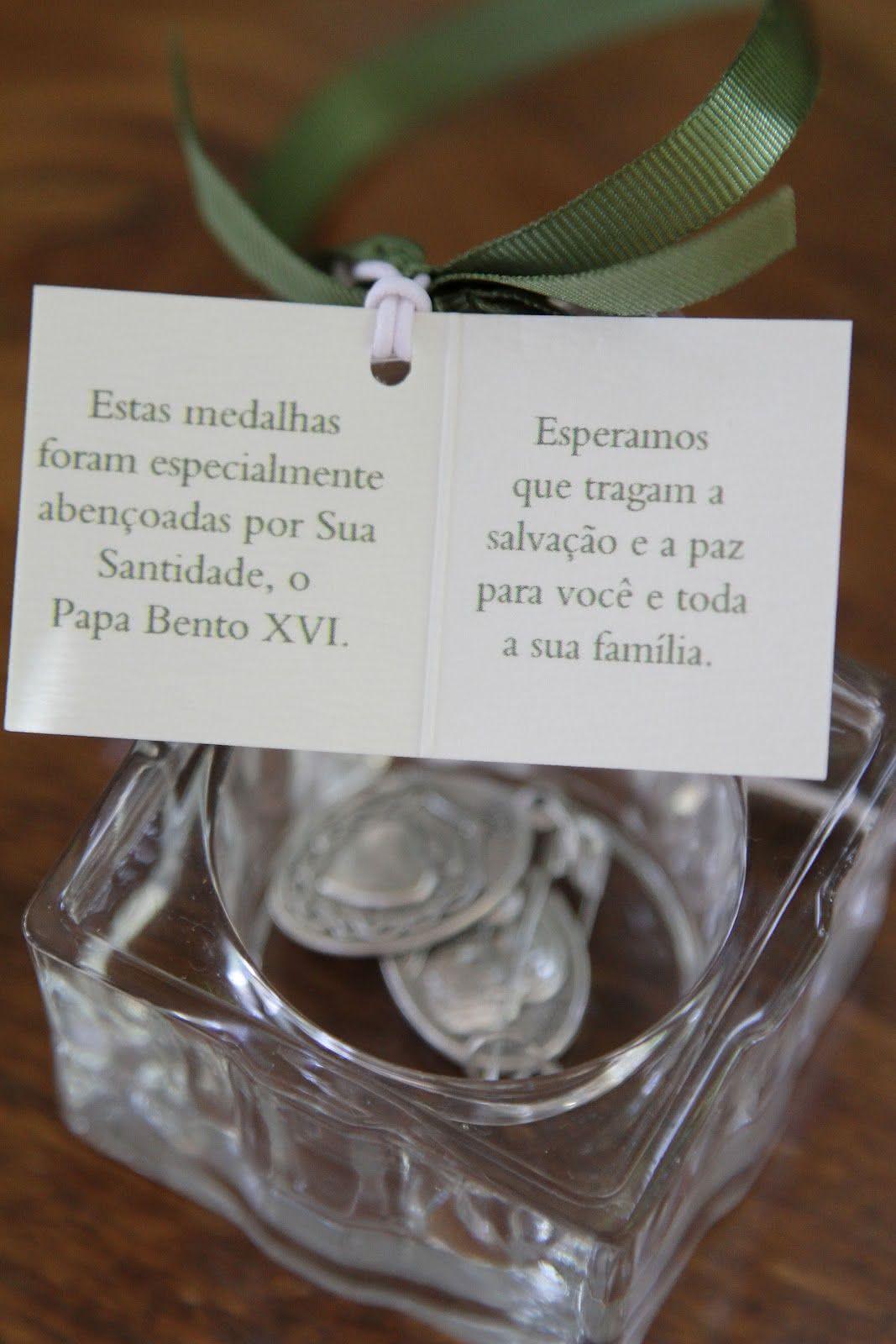 Medalhas ou pingentes para protegerem os convidados por onde forem!
