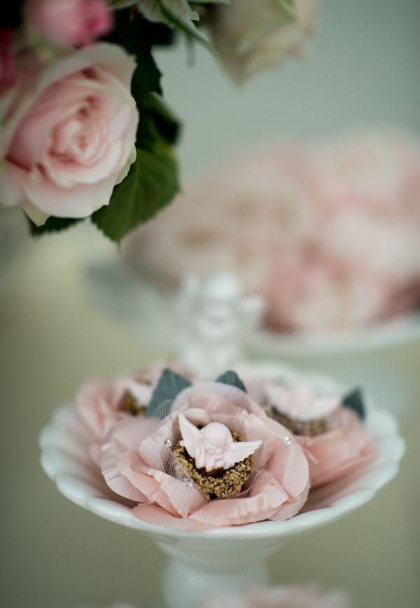 Ofereça uma doce rosa aos convidados e surpreenda-os!