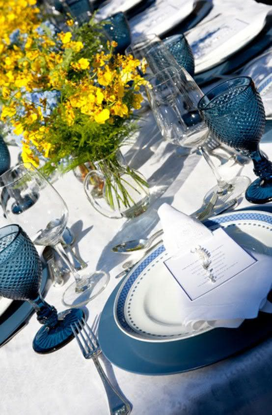 Aos se sentarem os convidados têm uma feliz surpresa: um terço para os acompanhar sempre!