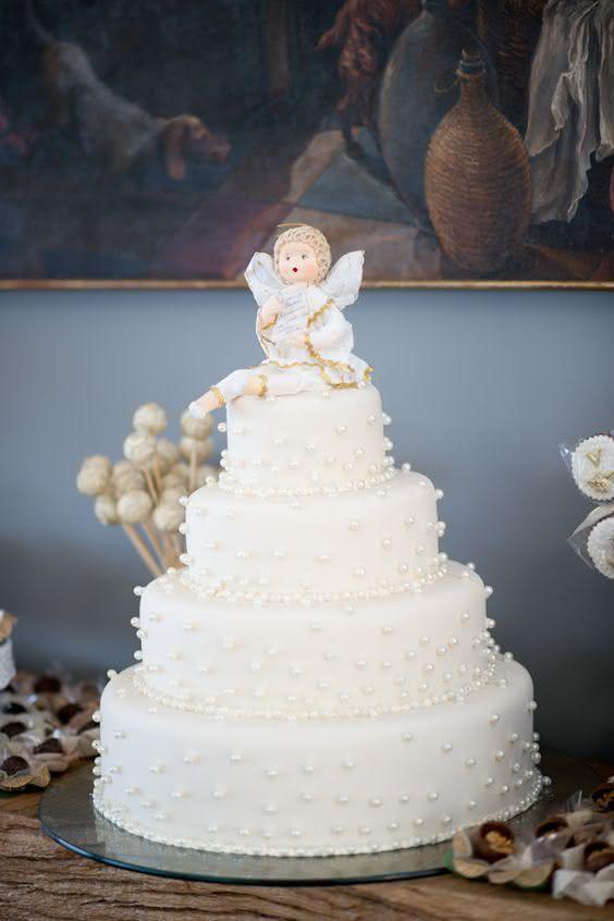 Como resistir às pérolas por todas as camadas do bolo?