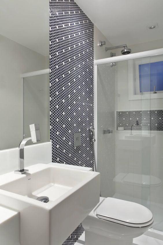 100 banheiros simples e pequenos inspiradores fotos - Piso pequeno moderno ...