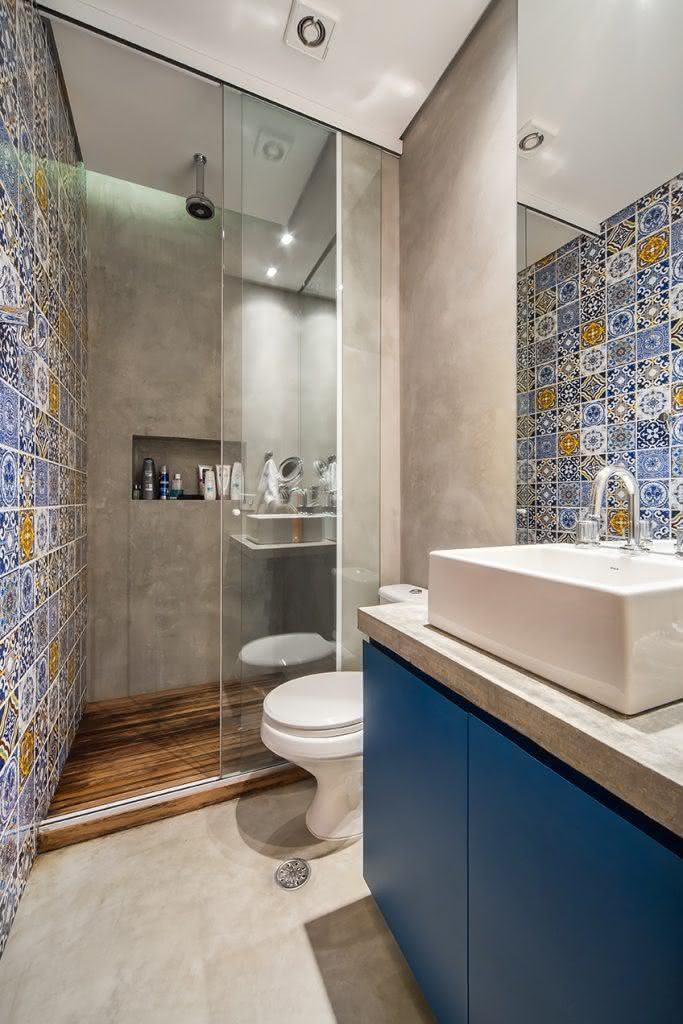 75 banheiros simples e pequenos inspiradores fotos for Imagenes de pisos decorados