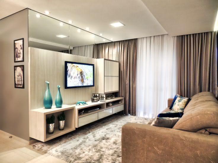 Sala De Estar Marrom Com Vermelho ~ Imagem 11 – Tapete azul na sala de estar com estilo vintage