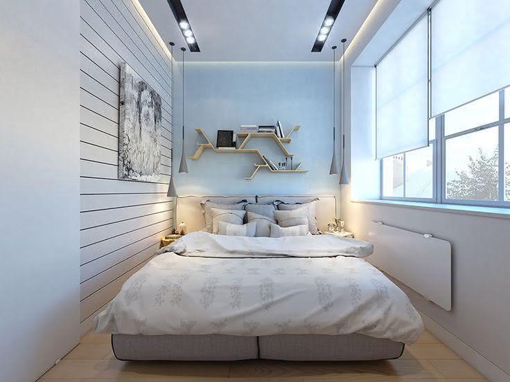 decoracao de apartamentos pequenos quarto casal:Imagem 2 – Quarto de casal pequeno com escrivaninha embutida na cama