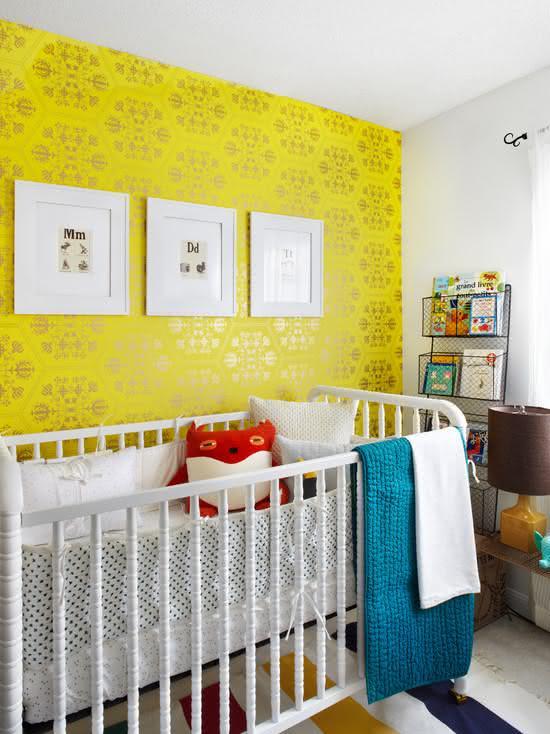 Amarelo ouro do papel de parede não vem sozinho