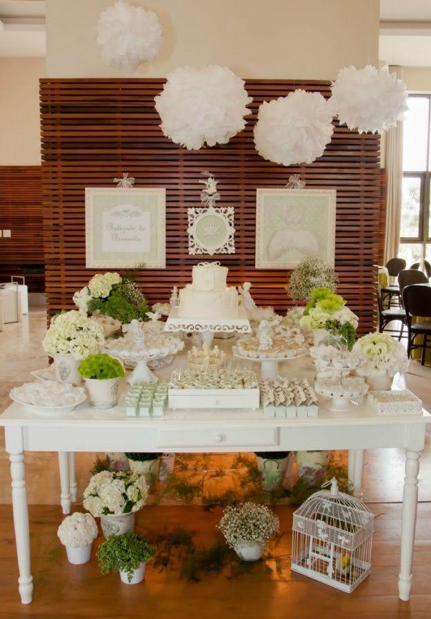 Decoração branca para batizado:o estilo provençal cai como uma luva em salões fechados.