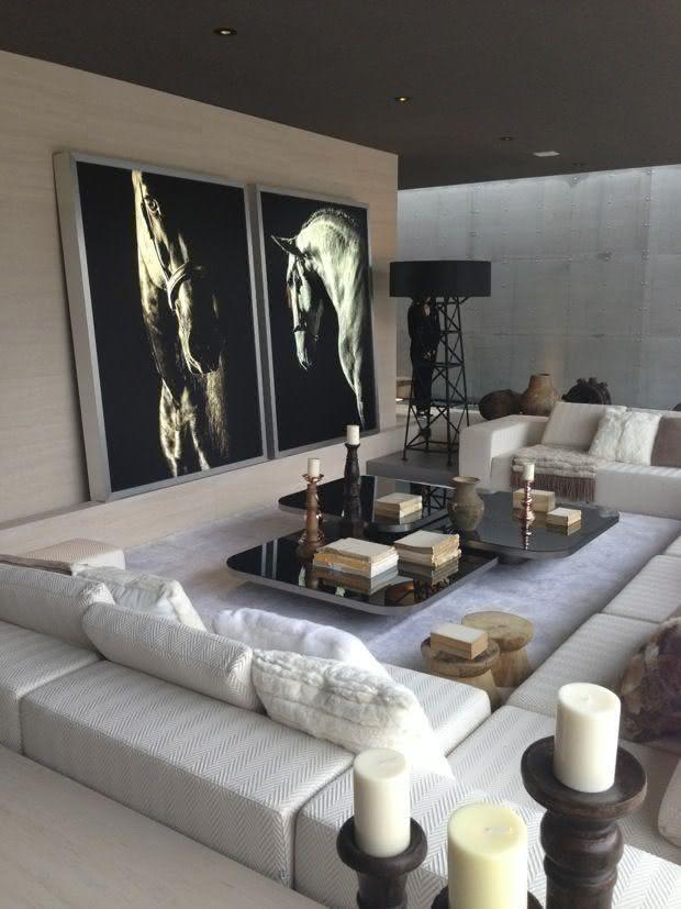 Sala De Estar Com Quadros Modernos ~ Imagem 18 – Sala de estar com parede de tijolo