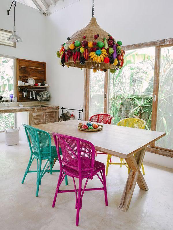 50 salas de jantar decoradas com cadeiras coloridas for Como e dining room em portugues