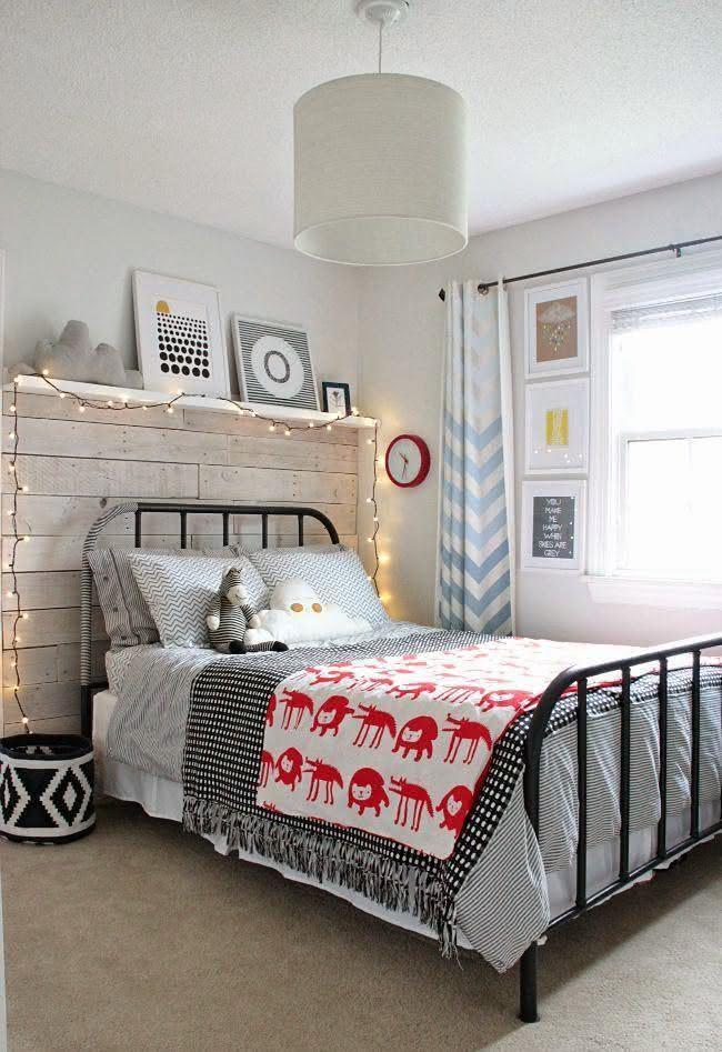 Quarto de menino com luminária em fio para decorar cabeceira da cama