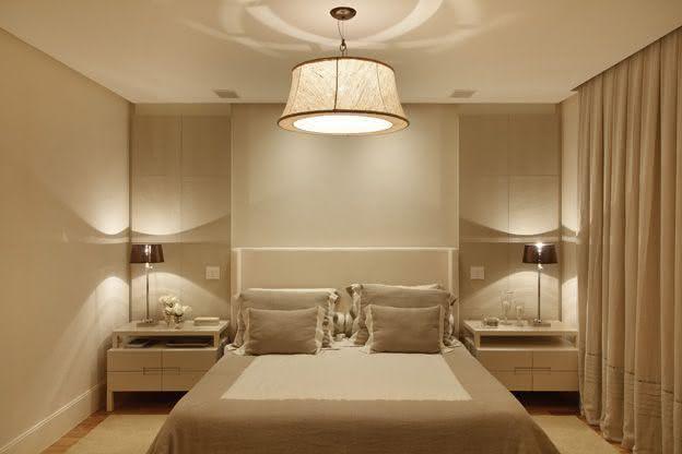decoracao de apartamentos pequenos quarto casal:Imagem 23 – Quarto de casal pequeno com penteadeira