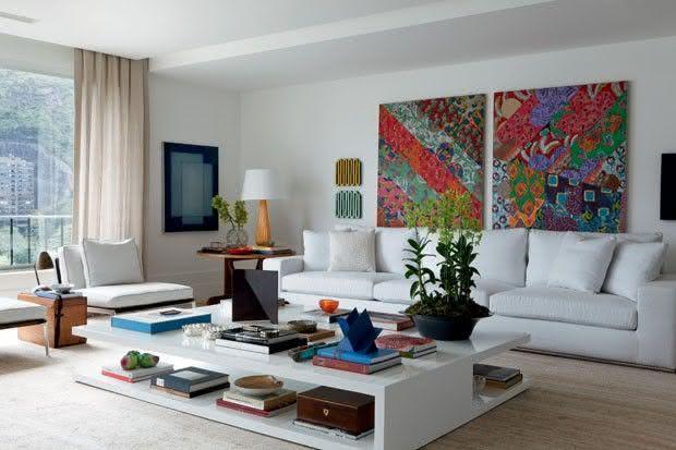Sala De Estar Com Quadros Modernos ~ Imagem 25 – Composição de quadros neutros na sala de estar